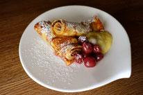 Vanille-Karamell-Crêpes Pfannkuchen warmen Kirschen Rezept