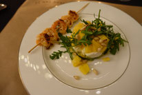 Geschichtetes Avocado-Mozzarella-Mango Türmchen mit Crevetten Mädchenvöllerei Pi mal Butter Food Blog Saarland Kochen Rezepte Cooking Cook