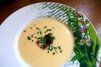 Goldenes Käsesüppchen Käsesuppe Suppe Rezept Pi mal Butter Mädchenvöllerei Rezept Food Blog Saarland