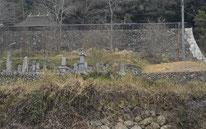 竹内家代々の墓石が並ぶ墓所
