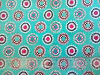 tela turquesa con círculos