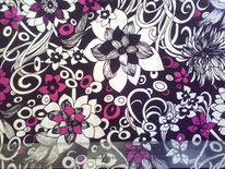 tela floral en negro, blanco y fucsia
