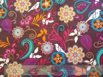tela marrón, turquesa y morado con motivos florales y pájaros