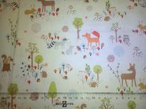 tela con motivos de bosque en fondo blanco