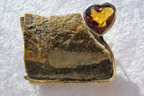 Brosche mit Herz aus der Goldschmiede Westerhaus