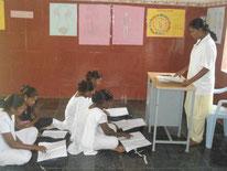 Les aides-soignantes sont formées au sein de l'hôpital rural de POPE à Thallakulam.