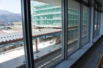 となりに見えるは移設中の在来線新駅