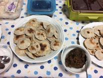 秋山パティシエの「蕎麦せんべいの炙り味噌添え」