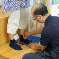 フットプリントで足の特徴や体重のかかり具合を確認