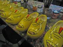 ドゥレア社(メーカー)のプレゼントで、参加店舗それぞれに店名入りの木靴をいただきました。サプライズでした。
