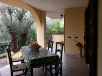 ULIVO - ideale per 2 famiglie, 4 camere, 3 bagni, cucina, soggiorno, max 10 persone