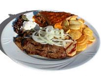Griechische Platte mit Fleisch vom Weideschaf