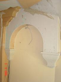 Wohn-Eßzimmer Kalkspachteltechnik an der Decke in Kombination mit kräftigem Wandfarbton, vorher während Ausführung