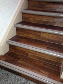 Treppenverlegung mit Schmutzfangbelag, bzw. Debolon PVC Treppensystem.