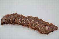 Toutes nos viandes sont françaises. elles sont selectionnées avec rigueur. le saumurage au sel de guerande non nitrité est réalisé pour un resultat peu salé. le fumage au bois de hetre mélangé d'herbes et épices est doux. le fumage est réalisé à froid.