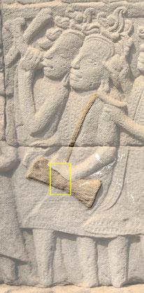 Tambourinaire cham. On voit ici clairement la forme du sablier et l'excédent de ligature au centre. Bayon.