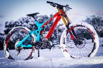 bicicleta eléctrica cuesta abajo
