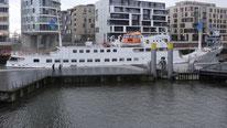 MS Seute Deern im Traditionsschiffshafen in der Hamburger Hafencity