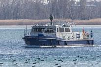 """Deutsches Zollboot """"Hochwart"""" auf dem Untersee (Bodensee) vor Ermatingen (Schweiz)."""