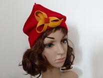 FB03 chapeau rouge avec plis