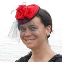 bibi voilette noire sur feutre rouge avec fleur organza