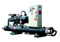 DAIKIN Kaltwassersätze für Lösungen im Leistungsbereich bis 9.000 kW Kälteleistung je Modul.Typische Anwendungsbereiche sind Kaltwassererzeugung für Klima- und Lüftungsanlagen in Kliniken, Rückkühlung für Druckereien und Daten-Center, Prozesswasser...