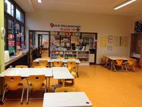 Blick vom Klassenraum durch den Gruppenraum in die nächste Klasse