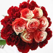 Superbes roses bicolores entourées d'amour, dès CHF 180.