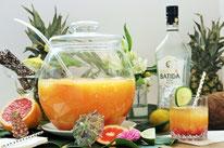 Bild: Rezept für eine tropische Sommer Bowle mit Rum und Früchten von Partystories.de