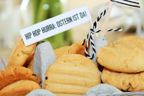Bild: DIY Deko Ideen für Ostern selber basteln // kostenlose Freebie Bastevorlage für Kuchentopper, Geschenkanhänger und Oster Dekoration