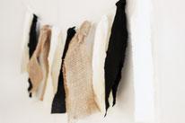 Bild: DIY Party Deko zum selber machen vom DIY Deko Blog Partystories - DIY Girlande aus Stoff und Stoffresten basteln