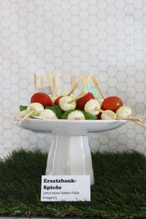 Bild: Ideen für eine Fussball Party, EM und WM Party Deko Ideen, Finde DIY Party Deko und Rezepte für eine Fussball Party, die WM Party oder EM Party, mit Freebie Bastelvorlage als Printable, gefunden auf www.partystories.de