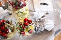 Bild: Rezept für Winter Sangria, ein leckerer Aperitif für Advent und Weihnachten als Cocktail oder Bowle für den Winter