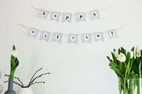 Bild: DIY Deko Ideen für Ostern selber basteln // Girlande als Dekoration für Ostern aus Papier selber machen mit kostenloser Freebie Bastelvorlage