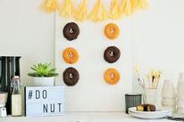 Bild: DIY Deko Ideen für Ostern selber basteln // Anleitung Donut Wand für den Oster Brunch