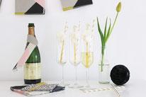 Bild: Ideen und Rezepte mit Erdbeeren, Blog Partystories // Cotton Candy Cocktail - Sekt mit Zuckerwatte