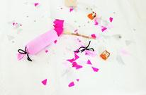 Bild: Kreative Ideen und Rezepte mit Konfetti und Funfetti vom Kreativblog Partystories.de // DIY Knallbonbons aus Klopapierrollen basteln Anleitung