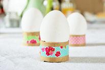 Bild: DIY Deko Ideen für Ostern selber basteln // DIY Eierbecher Upcycling aus Papierrollen und Washitape umsetzen