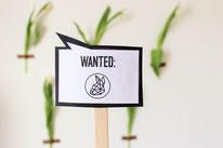 Bild: DIY Deko Ideen für Ostern selber basteln //  Photoprops, Fotorequisiten und Schilder für Ostern mit kostenloser Freebie Bastelvorlage