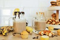 Bild: Rezept Ideen für Ostern und den Oster Brunch // Kaffee Smoothie mit Banane und Haferflocken