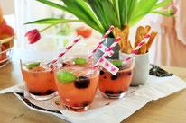 Bild: Ideen und Rezepte für die Erdbeer-Zeit auf dem Kreativblog Partystories.de // passende Inspirationen - Sekt-Grapefruit Bowle, auch alkoholfrei