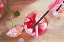 Bild: Rezepte für Drinks-Cocktails-Mocktails-Bowlen-alkoholfreie-Getränke für die Party selber mixen von Partystories; fruchtige Bowle mit Champagner und Erdbeeren