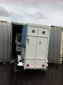 Transport de remorque par conteneur France-Réunion , avec Long-Cours
