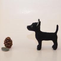 Spezialanfertigung Hund, Massanfertigung Hund, Sonderanfertigung Hund, Chihuahua aus Filz, Filz Chihuahua, Abbild Hund, Geschenk Hund, Skulptur Hund, Hundeskulptur, Filzskulptur, Andenken verstorbenes Haustier, Tier Verlust Geschenk, Haustier Portrait,
