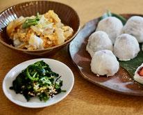 親子丼・青菜の海苔和え・いちご大福