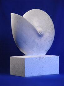 Nautilus aus Marmor ca. 50 cm hoch. weiße schöne Nautilusform als Kunst für das Badezimmer.