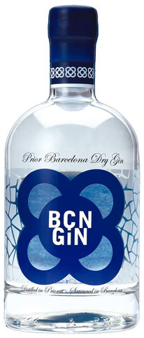 BCN Gin Flasche durchsichtig mit blauem Logo, Mediterranean Dry Gin auf Tresterbasis mit den Botanicals Wacholder, Rosmarin, Fenchel, Pinien, Feige und Zitrone. Bottle of  BCN gin with botanicals juniper, rosemary, fennel, pinesprouts, figs and lemon.