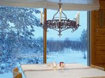 Blockhaus mit Panoramafenster - Massivholzhaus im Winter - Blockhaus als gemütliches Wohnhaus bauen -  schlüsselfertige Holzhäuser - Ausbauhaus - Mitbauhaus