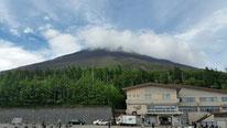 登山の始まり、5合目からの富士山