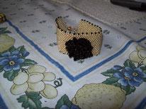 Bracelet en peyote puis rebrodé d'une fleur en rocailles